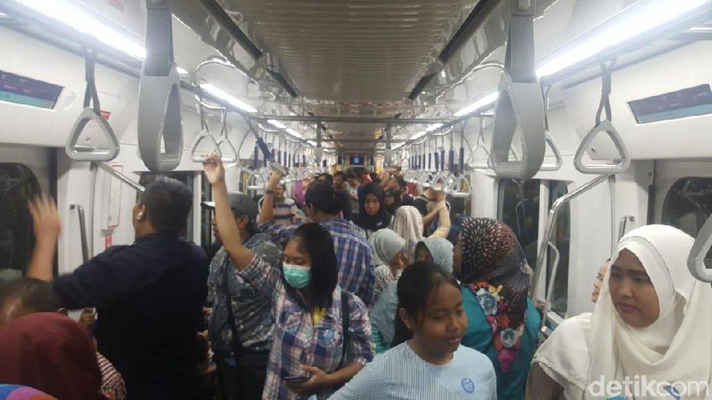 Antusiasme Traveler Sambut MRT Jakarta Untuk Wisata