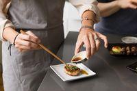 Makan Okonomiyaki Buatan Sendiri, Wanita Ini Dilarikan ke RS