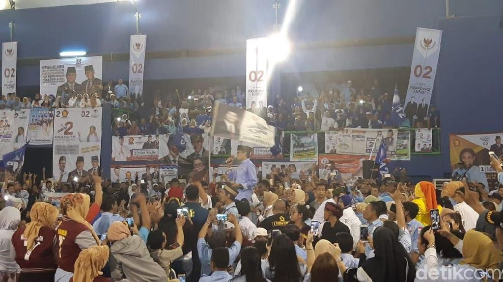 Sandiaga Berpantun: Orang Asing Dikasih Kerja, Rakyat Nganggur kok Cuek Aja