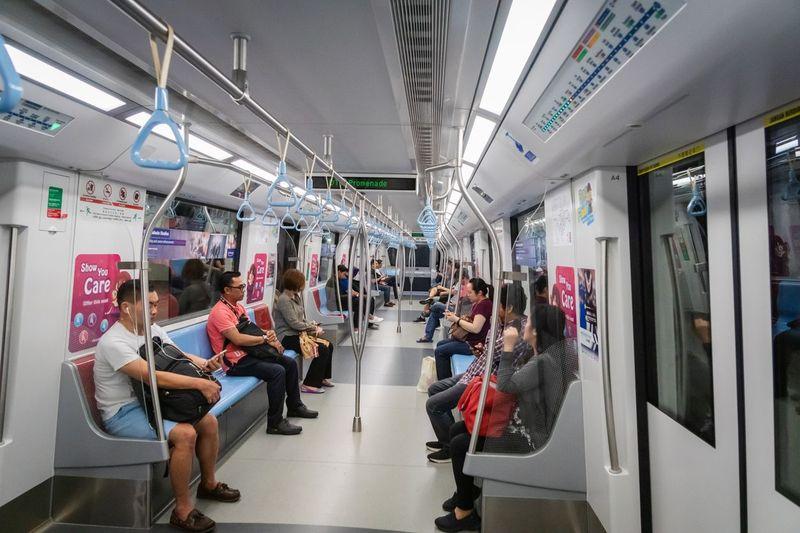 SMRT Corporation, pihak pengelola MRT Singapura memiliki beberapa peraturan bagi penumpang MRT. Bagi yang melanggarnya, ada denda menanti (iStock)