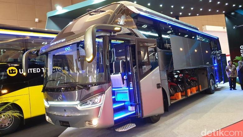 Bus umum bawa motor Foto: Luthfi Anshori