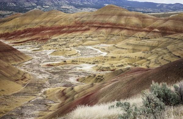 Waktu terbaik mengunjungi Painted Hills buat traveler yang ingin hunting foto adalah sore hari (iStock)