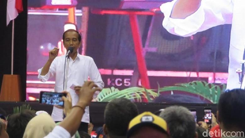 Jokowi Tak Mau Ciri Khas Baju Putih Diambil yang Lain