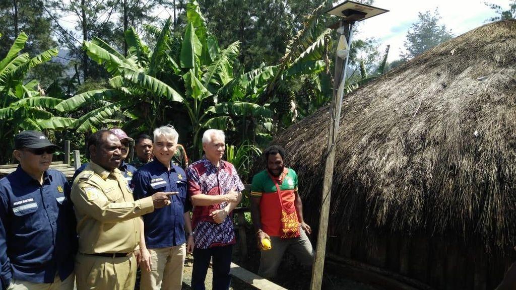 Berkat Lampu Tenaga Surya, 86 Desa di Papua Tak Lagi Gelap Gulita