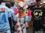 Aksi Para Relawan Prabowo-Sandi Saat Hadiri Kampanye Akbar