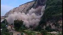 Menanti Evakuasi Sucipto yang Tertimbun Longsor Gunung Kapur Jember