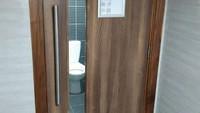 Toilet ini memudahkan kita untuk tahu apakah ada orang di dalam atau tidak. Istimewa/Dok. Boredpanda.