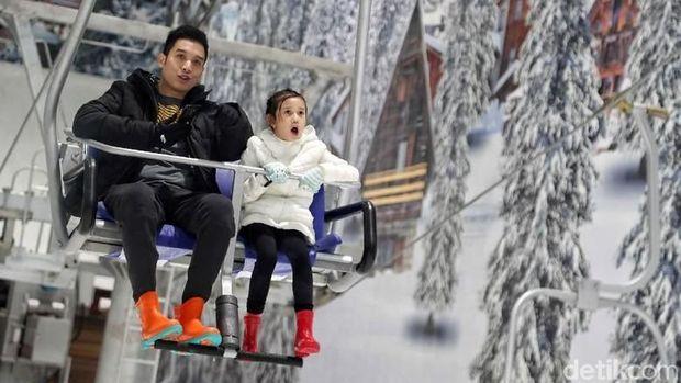 Menjajal Chair Lift & Menikmati Hamparan Salju di Trans Snow