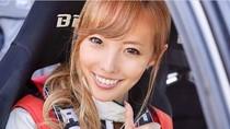Potret Awano Kisaragi, Model Seksi Jepang yang Alih Profesi Jadi Pembalap