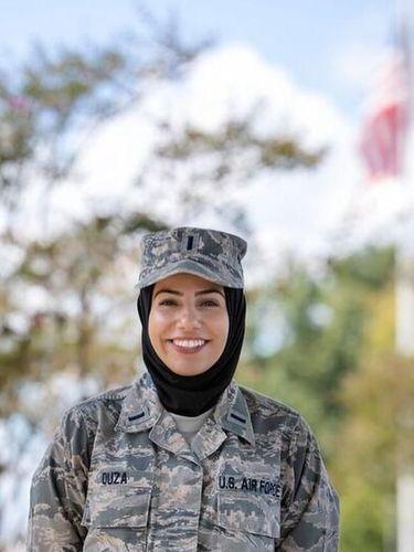 Tangguh, Ini Wanita Berhijab Pertama yang Jadi Anggota Militer AS