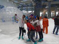 Liburan Seru Bareng Pasangan: Main Salju di Trans Snow World