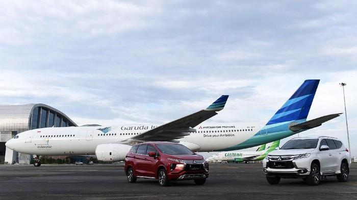 Kerja sama branding antar perusahaan yang dilakukan Mitsubishi Motors Krama Yudha Sales Indonesia dan Garuda Indonesia terus bergulir. Kali ini logo Mitsubishi Motors disematkan di satu unit badan pesawat Garuda Indonesia.