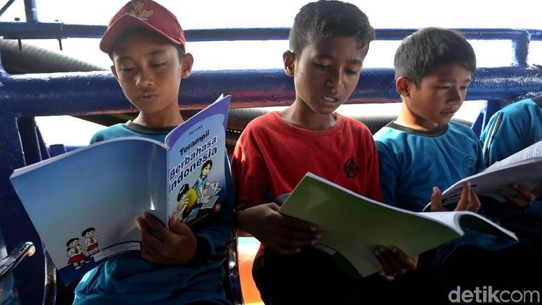 Membumikan Literasi dalam Keluarga