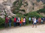 Penasaran Video Viral, Warga Berdatangan ke Lokasi Longsor Gunung Kapur