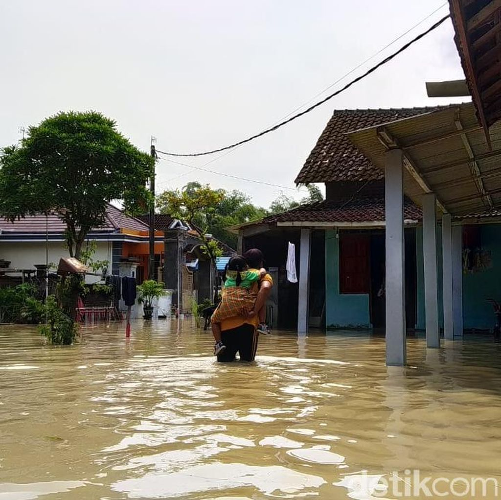 Sungai Lamong Meluap, Puluhan Rumah di Tiga Desa Terendam Banjir