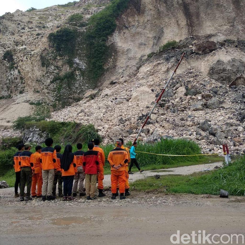 Sebelum Diledakkan, Basarnas Survei Lokasi Longsoran Gunung Kapur