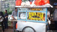 Lembut Gurih Bubur Ayam Landmark Jadi Favorit di Kawasan Sudirman