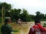 Banjir Luapan Sungai Lamong Putus Jembatan, Mobilitas Warga Terganggu