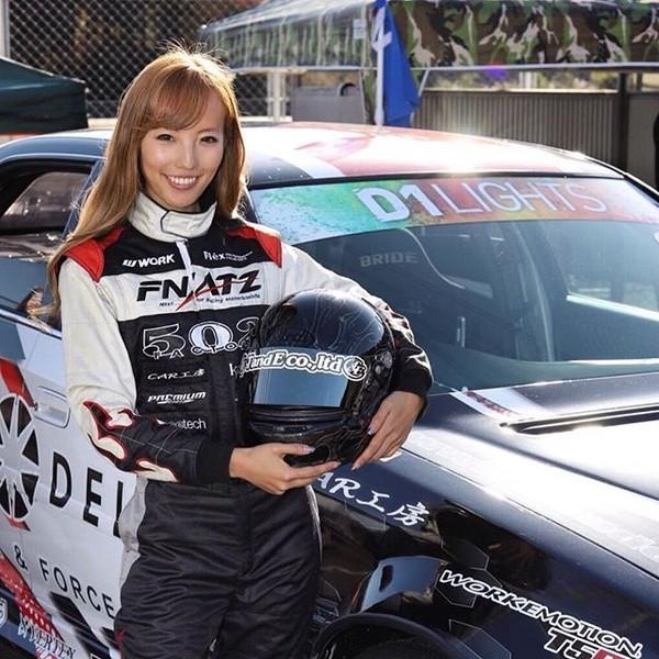 Namanya Awano Kisaragi, perempuan Jepang yang dulunya berprofesi sebagai model. Namun sekarang dia telah menjadi pembalap profesional. (kisa_awn/Instagram)