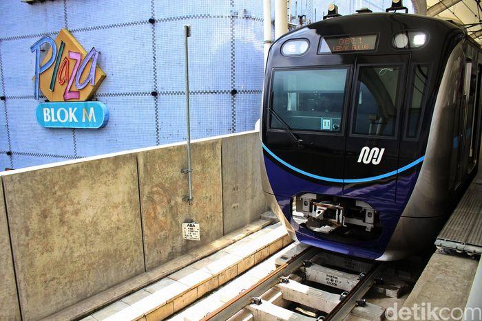 Stasiun MRT Blok M, Jakarta Selatan, terhubung langsung dengan pusat perbelanjaan di kawasan Blok M.