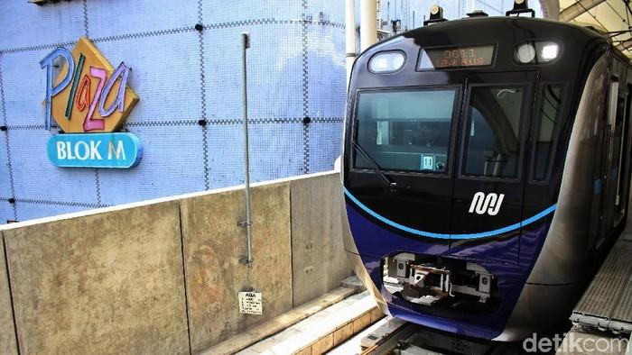 MRT Jakarta yang mulai hari ini sudah tak lagi gratis. Foto: Rifkianto Nugroho