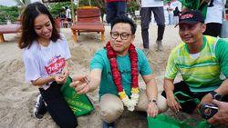 Pungut Sampah di Pantai Kuta, Cak Imin: Sedotan Lebih Bahaya dari PKI
