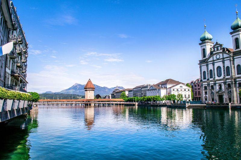 Negara Swiss di Eropa, berhasil menduduki posisi ke-2 di negara paling aman dunia. Swiss punya banyak bangunan bersejarah sampai bentang alam yang indah. Apalagi, kalau main-main di Pegunungan Alpennya (iStock)