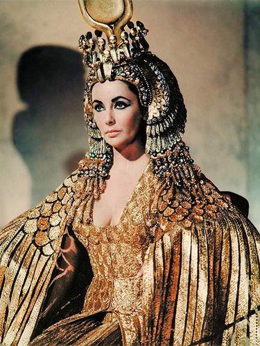 Cleopatra, jadi salah satu film dengan durasi paling panjang di dunia.