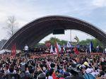 Enerjiknya Jokowi di Tengah Massa Kampanye di Dumai