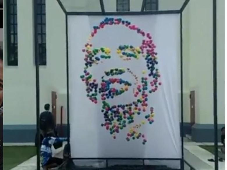 Keren! Karya Instalasi Berbentuk Wajah Jokowi Ini Viral dan Diapresiasi Foto: Triawan Munaf/ Instagram
