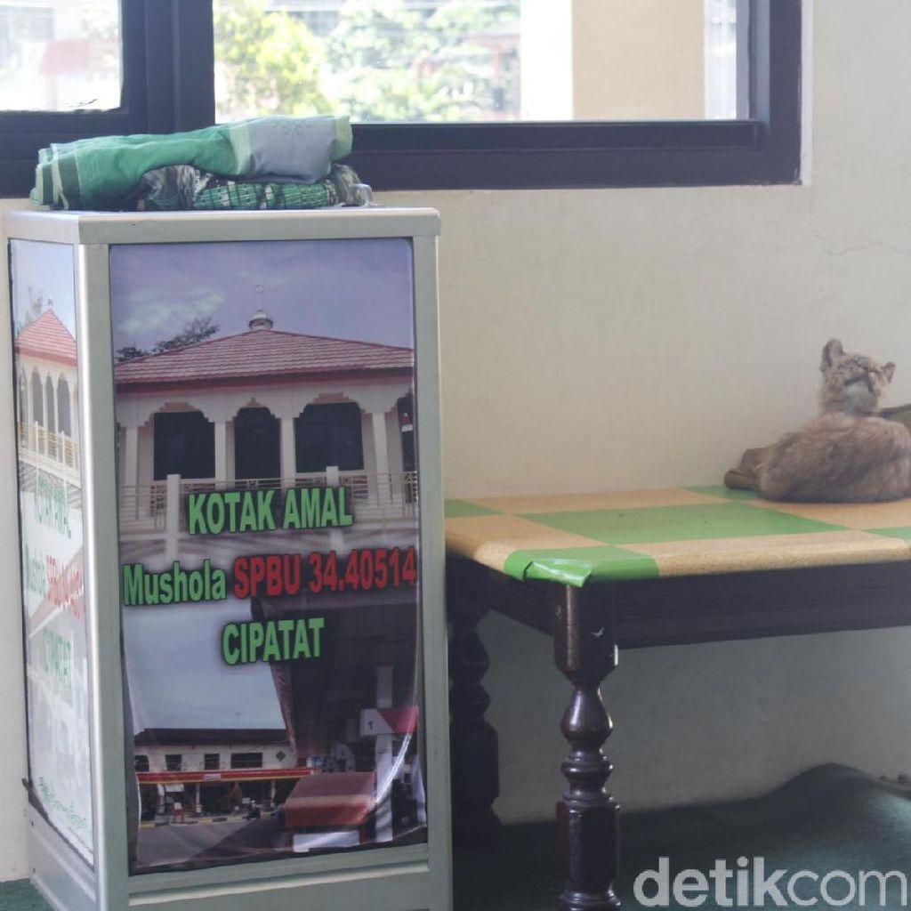 Terekam CCTV, Aksi Pencurian Kotak Amal Masjid di Cipatat Jadi Viral