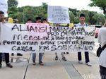 Mahasiswa UINSA Demo Tolak Pemberian Gelar Doktor untuk Soekarwo