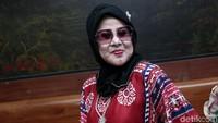 Elvy Sukaesih Tak Rela Serahkan Gelar Ratu Dangdut