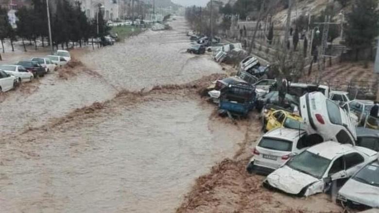Banjir Bandang Terjang Iran, 19 Orang Tewas dan 119 Luka-luka
