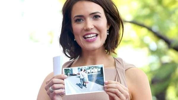 Senyum Bahagia Mandy Moore saat Dapat Walk of Fame