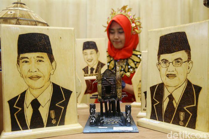 Lukisan Presiden Jokowi dan Wapres JK karya narapidana dipamerkan di Kementerian Perindusterian.