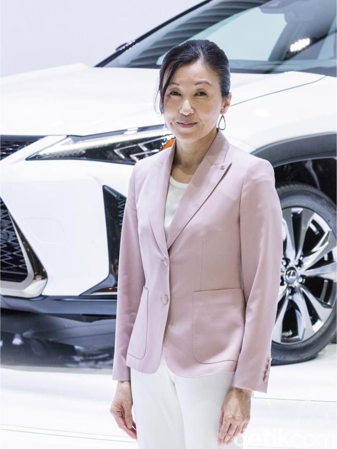 Mobil Mewah Rancangan Wanita