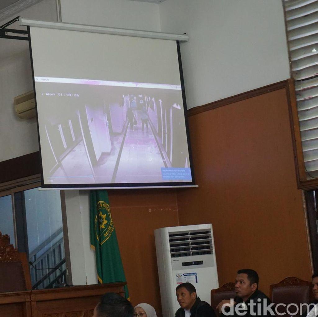 Jaksa Putar CCTV Saat Ratna Sarumpaet Selesai Operasi Plastik di RS