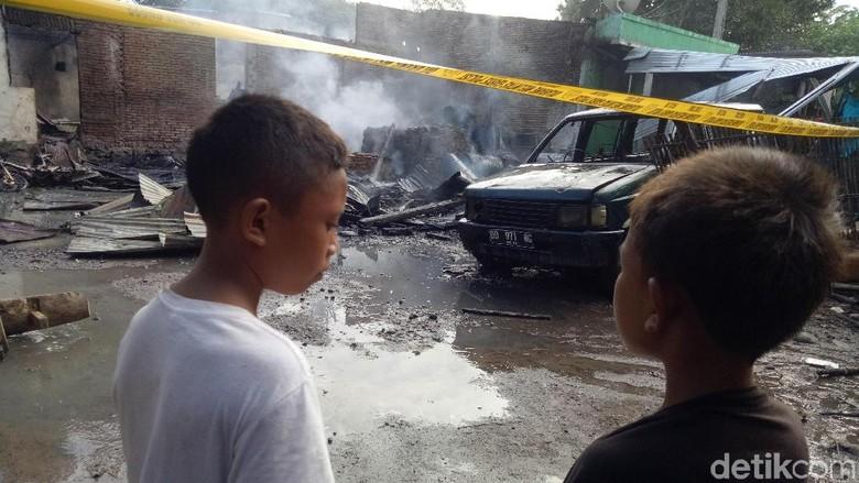 Ibu dan Anak Ditikam karena Cekcok Warisan, Rumah Pelaku Dibakar Warga