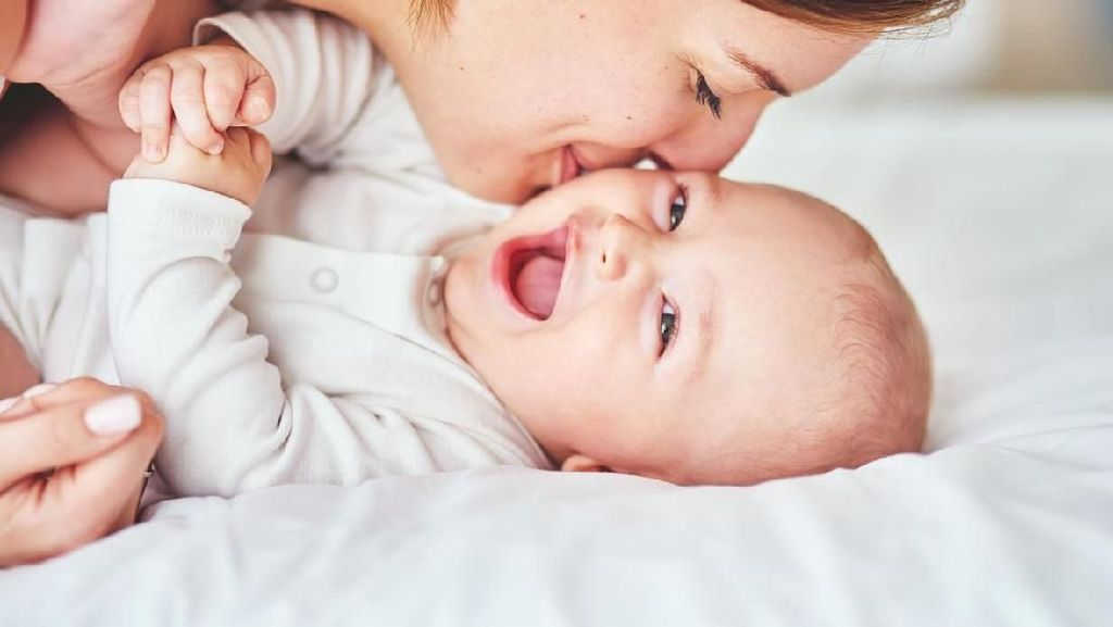 Penjelasan Ilmiah Kenapa Bunda Gemas Mau Gigit Anak
