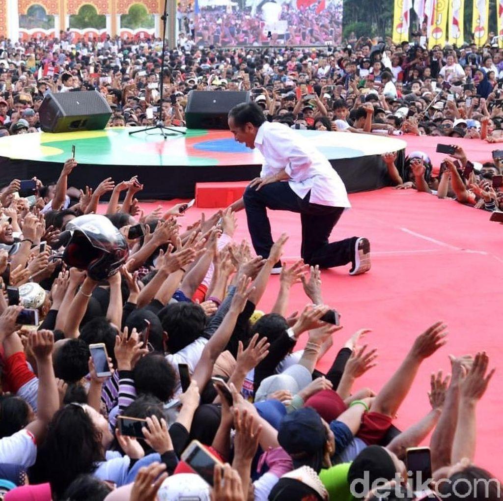 Potret Enerjik Jokowi Saat Kampanye Terbuka di Dumai