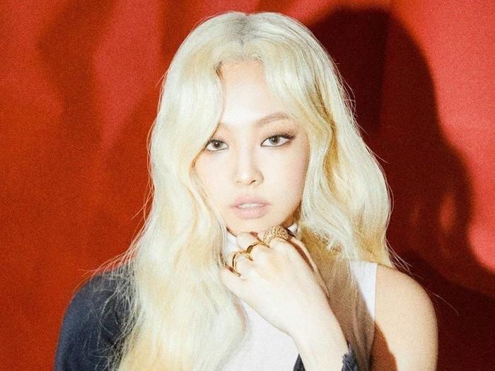 Penampilan Jennie dengan rambut pirang. Foto: Jennie BLACKPINK (dok. Instagram)