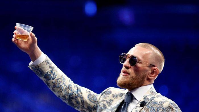 Conor McGregor menyiratkan akan kembali bertarung, meski gres 10 hari kemudian memutuskan pensiun dari MMA. (Foto: REUTERS/Steve Marcus)