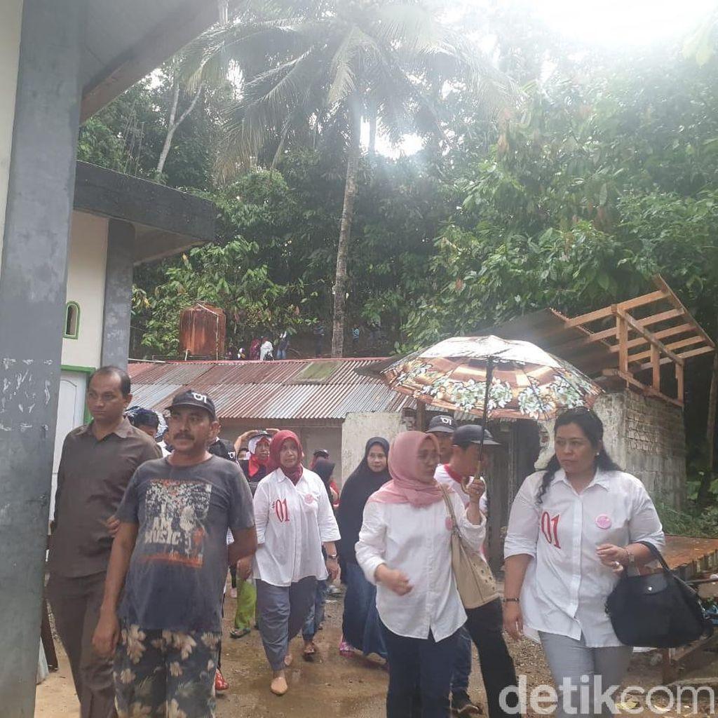 Kampanyekan Jokowi-Maruf, Srikandi Door to Door ke Warga Sumbar