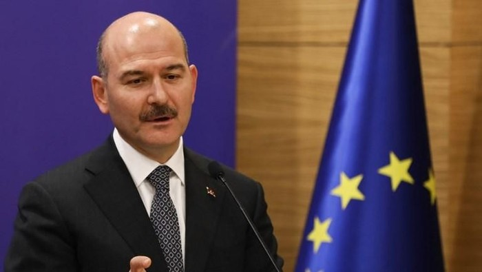 Turkeys minister of Interior Suleyman Soylu gestures as he speaks during a joint press conference with Turkeys Foreign Minister, Treasury and Finance Minister and Justice Minister after attending the meeting of 5th Reform Action Group in Ankara, on December 11, 2018. (Photo by Adem ALTAN / AFP)