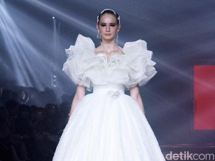 Fashion show 30 tahun berkarya Didi Budiardjo. Foto: Muhammad Abduh/Detikcom