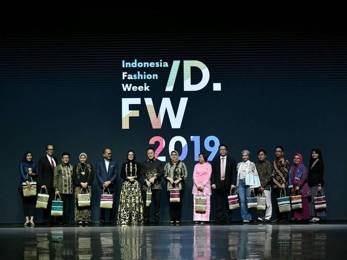 Pembukaan IFW 2019. Foto: Instagram/IndonesiaFashionWeekOfficial