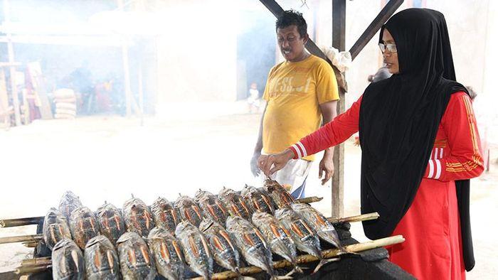 Yani pengusaha ikan fufu (Foto: Dok Agung Pambudhhy)