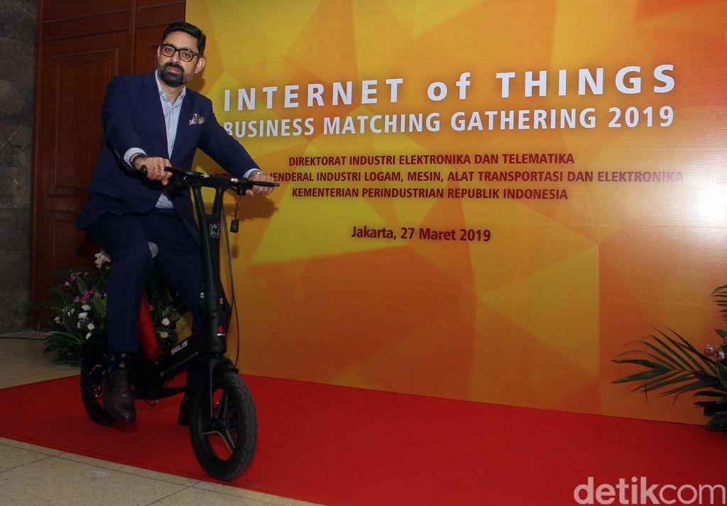 Pameran bertajuk Internet of Things Business Matching Gathering 2019 itu diikuti oleh sejumlah peserta yang menampilkan beragam produk teknologi canggih dari berbagai bidang kehidupan manusia.