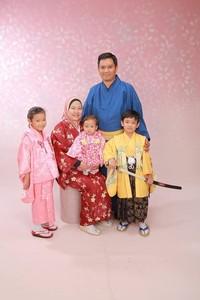 Toko ini telah menyewakan Komono dan jilbab semenjak Juni 2017. Selain itu, toko ini juga menawarkan bros buatan sendiri untuk mempermanis traveler mengenakan jilbab. (Waplus NARA/Facebook)